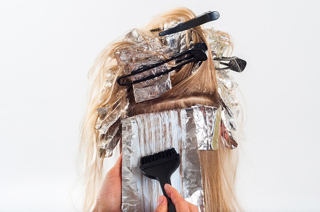 9 choses à prendre en compte avant de se colorer les cheveux à la maison